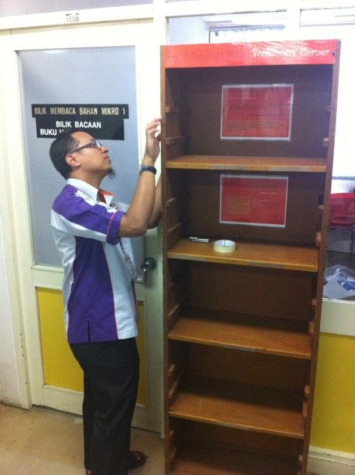 Penyediaan Book Lovers Corner yang baharu di PHS Baharu